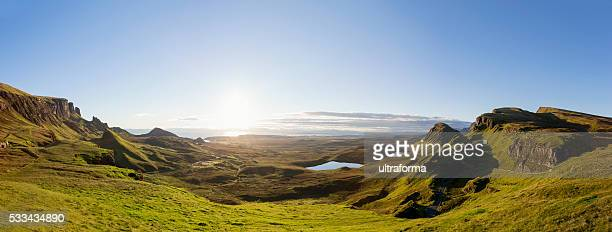 panoramic sunrise at the quiraing on isle of skye scotland - schotland stockfoto's en -beelden