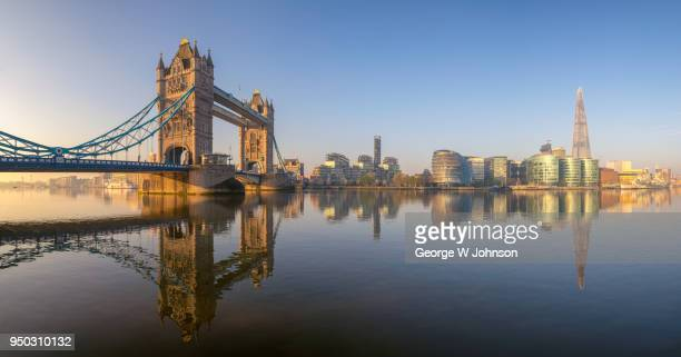 a panoramic view across the thames at sunrise - londra foto e immagini stock