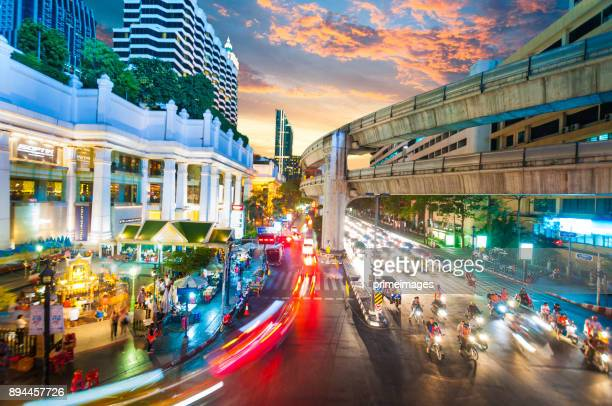 パノラマ景観ビジネス地区空撮高い建物夕暮れ (バンコク、タイ) から - シーロム ストックフォトと画像