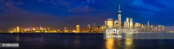 reflejo de noche centro vista panorámica ciudad de nueva york manhattan