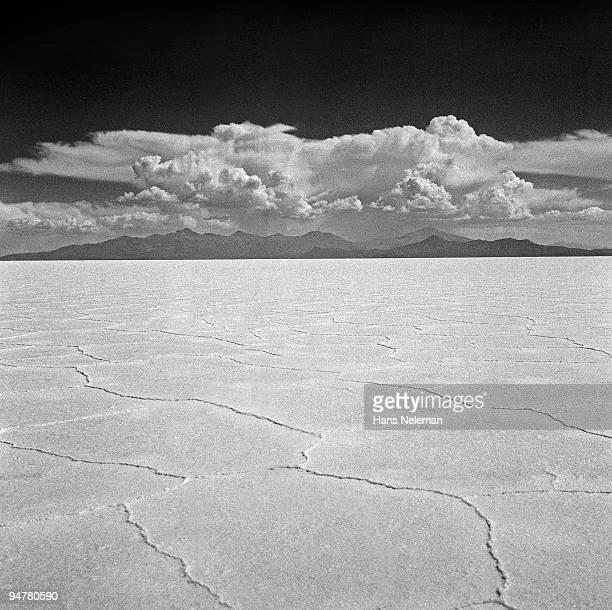 panoramic view of a salt lake, salar de uyuni, potosi department, bolivia - potosí potosí department stock pictures, royalty-free photos & images