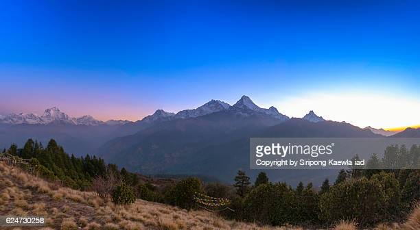 panoramic view of annapurna mountain range from poon hill viewpoint - copyright by siripong kaewla iad ストックフォトと画像