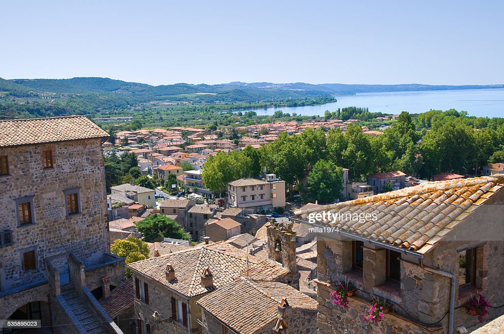 Vue panoramique de Bolsena. Lazio. L'Italie. : Photo