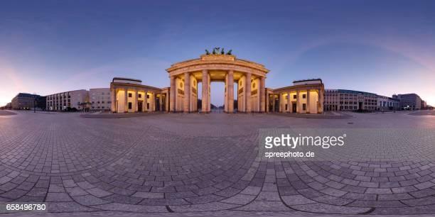 360° panoramic view of brandenburg gate - vr 360 fotografías e imágenes de stock
