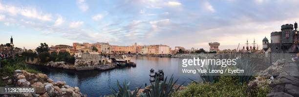 panoramic view of buildings by river against sky - 千葉県 ストックフォトと画像