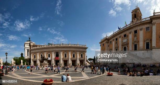 panoramic view of campidoglio square with crowds in rome on a sunny day. - emreturanphoto stock pictures, royalty-free photos & images