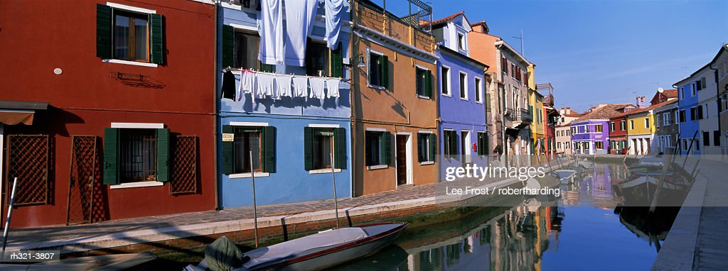 Panoramic view of canal, colourful houses and reflections, Burano, Venice, Veneto, Italy, Europe : Stockfoto