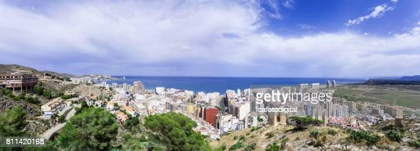 Vista panorámica del pueblo de Cullera y la playa