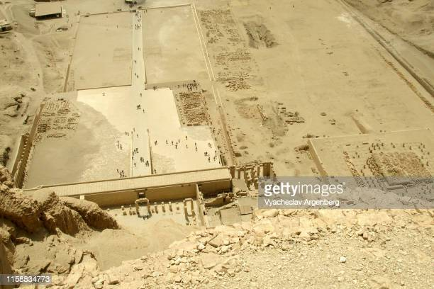 panoramic view of deir el-bahari from above, temple of hatshepsut, egypt - argenberg ストックフォトと画像