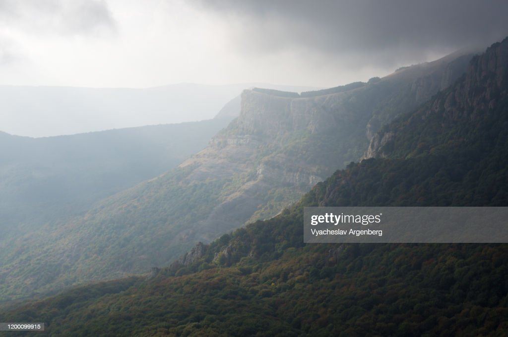 Panoramic view of Demerdzhi mountain peak from the east, Crimean mountains : Stock Photo