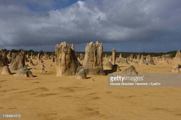 panoramic view of desert against sky - termite photos et images de collection