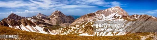 panoramic view of gran sasso mountain, italy - gran sasso d'italia foto e immagini stock