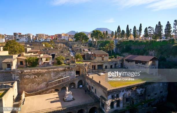 panoramic view of herculaneum ancient roman ruins, travel in italy. - ヘルクラネウム遺跡 ストックフォトと画像