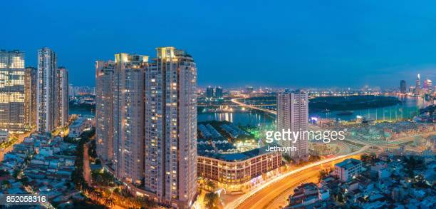 panoramic view of ho chi minh city, vietnam in the blue hours view from thu thiem - thiem stock-fotos und bilder