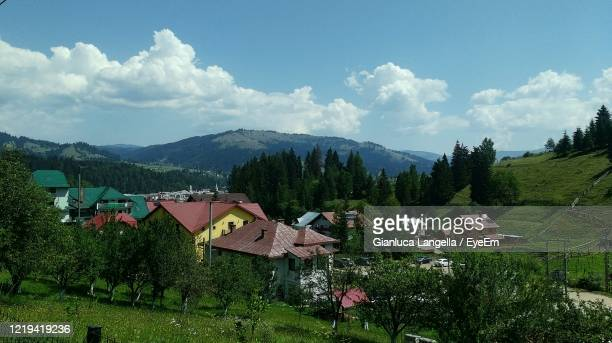 panoramic view of houses and trees in vatra dornei, romania - gianluca langella imagens e fotografias de stock