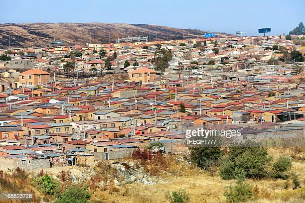 panoramic view of houses in alexandra township, johannesburg - alexandra township stock pictures, royalty-free photos & images
