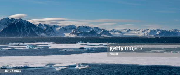 panoramic view of ice pack with mountains on the background svalbard islnads - north pole stock pictures, royalty-free photos & images