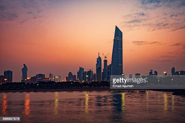 panoramic view of kuwait city at dusk - kuwait city stock pictures, royalty-free photos & images