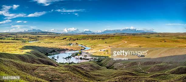 vista panoramica di la playita, la nonna savana, venezuela - altopiano foto e immagini stock
