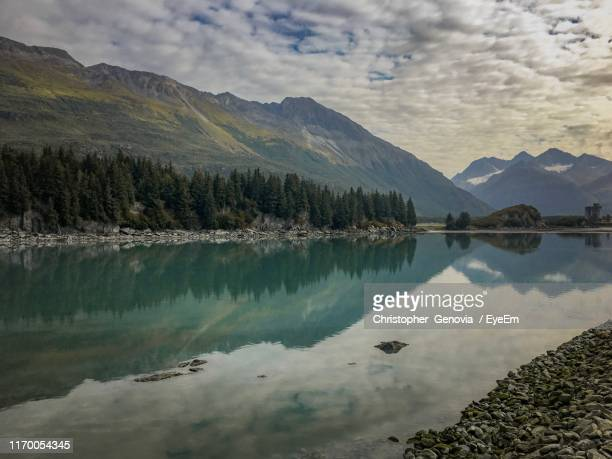 panoramic view of lake and mountains against sky - genovia imagens e fotografias de stock