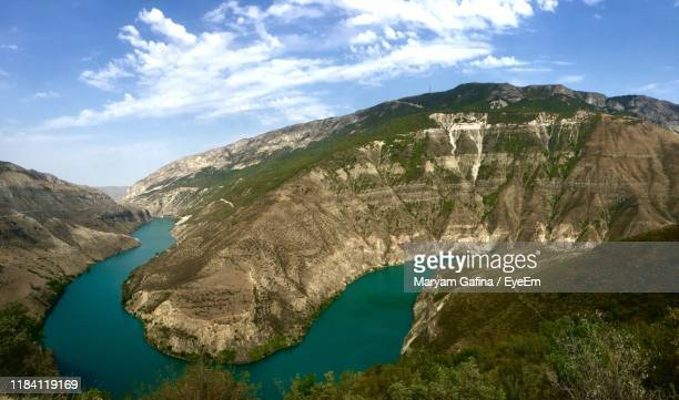 panoramic view of lake and mountains against sky - 北コーカサス ストックフォトと画像
