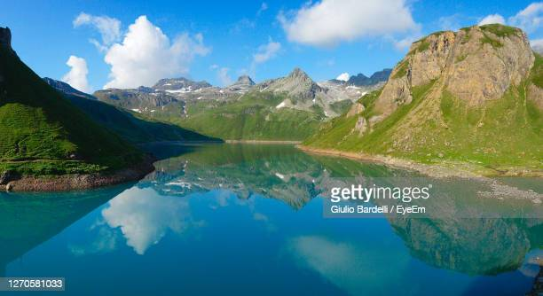 panoramic view of lake and mountains against sky - イタリア ピエモンテ州 ストックフォトと画像