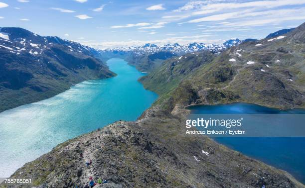 panoramic view of lake and mountains against sky - eriksen foto e immagini stock