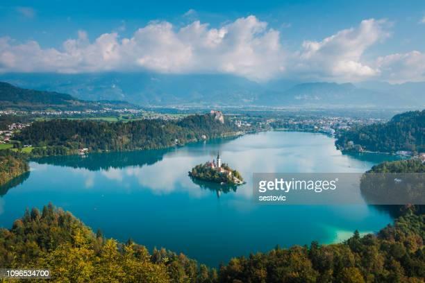panoramautsikt över sjön bled från mt. osojnica, slovenien - bledsjön bildbanksfoton och bilder