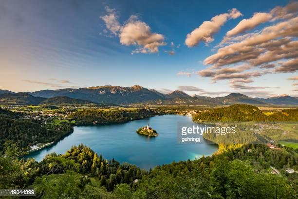 panorama utsikt över bledsjön - bledsjön bildbanksfoton och bilder