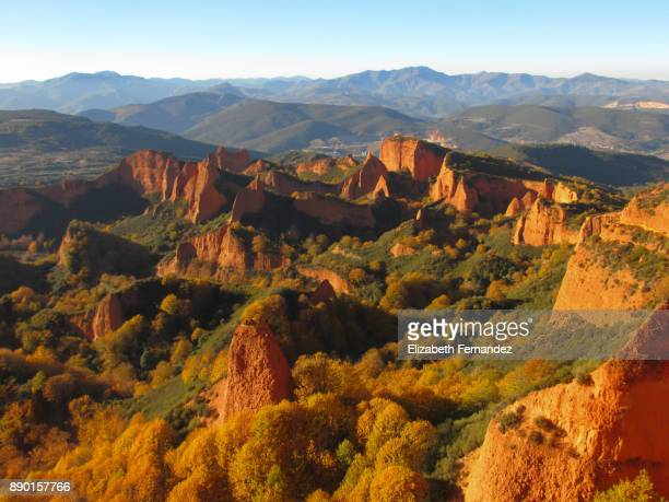 panoramic view of las medulas, ponferrada. castile and leon, spain. - medulla stock pictures, royalty-free photos & images
