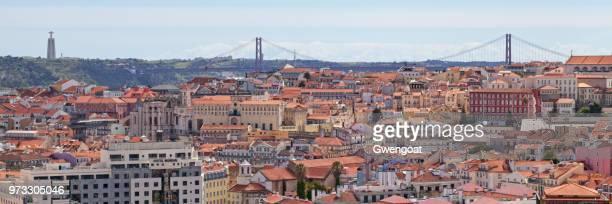 panoramisch uitzicht over lissabon - gwengoat stockfoto's en -beelden
