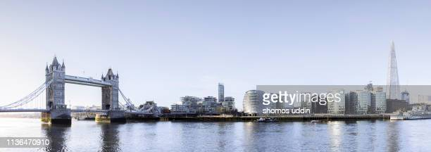 panoramic view of london city skyline across river thames - europa occidental fotografías e imágenes de stock
