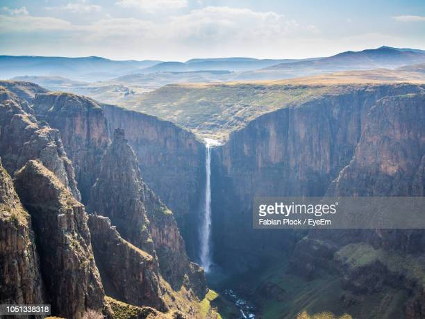 panoramic view of maletsunyane waterfall against dramatic sky, semonkong, lesotho, africa - lesoto fotografías e imágenes de stock