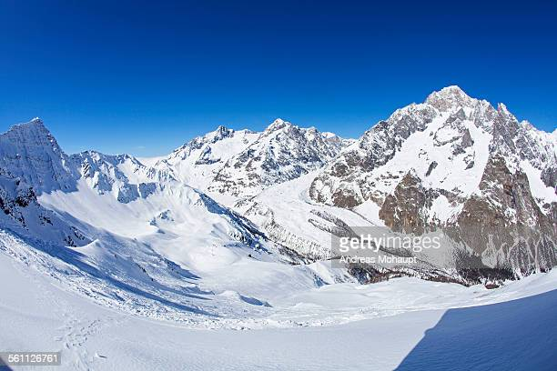 panoramic view of mont blanc in winter - monte bianco foto e immagini stock