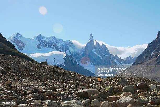 panoramic view of mountains, glacier grande, cerro torre, mt fitzroy, argentine glaciers national park, chalten, southern patagonian ice field, patagonia, argentina - cerro torre photos et images de collection