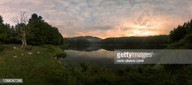 panoramic view of pranda lake in apeninne national park, emilia romagna district, italy - レッジョエミリア ストックフォトと画像