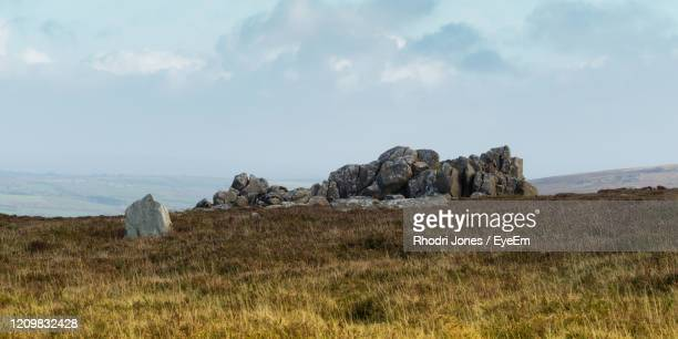 panoramic view of rocks on field against sky - 荒野 ストックフォトと画像