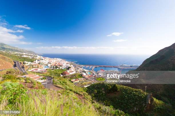 panoramic view of santa cruz de la palma, capital city of la palma island (canary islands, spain) - dähncke fotografías e imágenes de stock