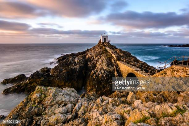 panoramic view of sea against cloudy sky - isola di guernsey foto e immagini stock