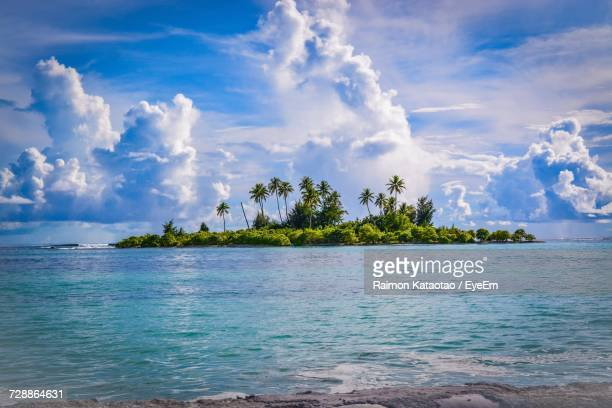 panoramic view of sea against sky - kiribati stock-fotos und bilder