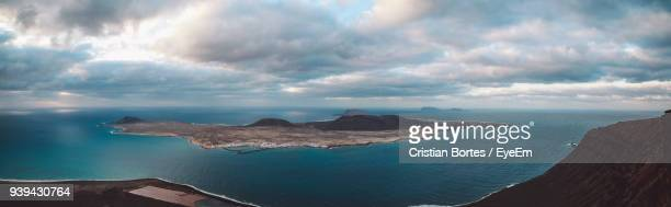 panoramic view of sea against sky - bortes photos et images de collection