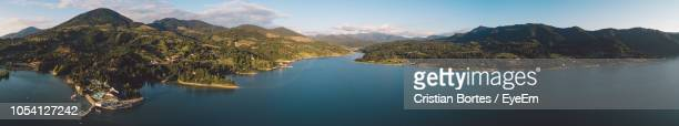 panoramic view of sea and mountains against sky - bortes fotografías e imágenes de stock