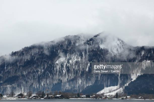 panoramic view of sea and mountains against sky - tegernsee photos et images de collection