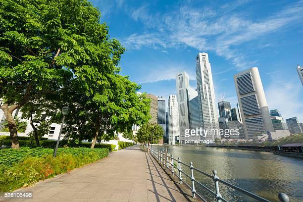 Panoramablick auf Singapur bei Dämmerung