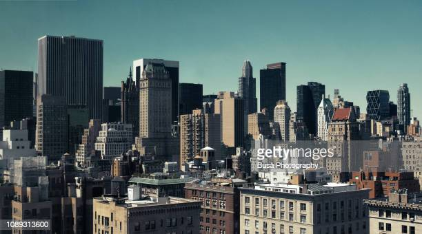 panoramic view of skyscrapers in midtown manhattan, new york city, usa - bearbeitungstechnik stock-fotos und bilder