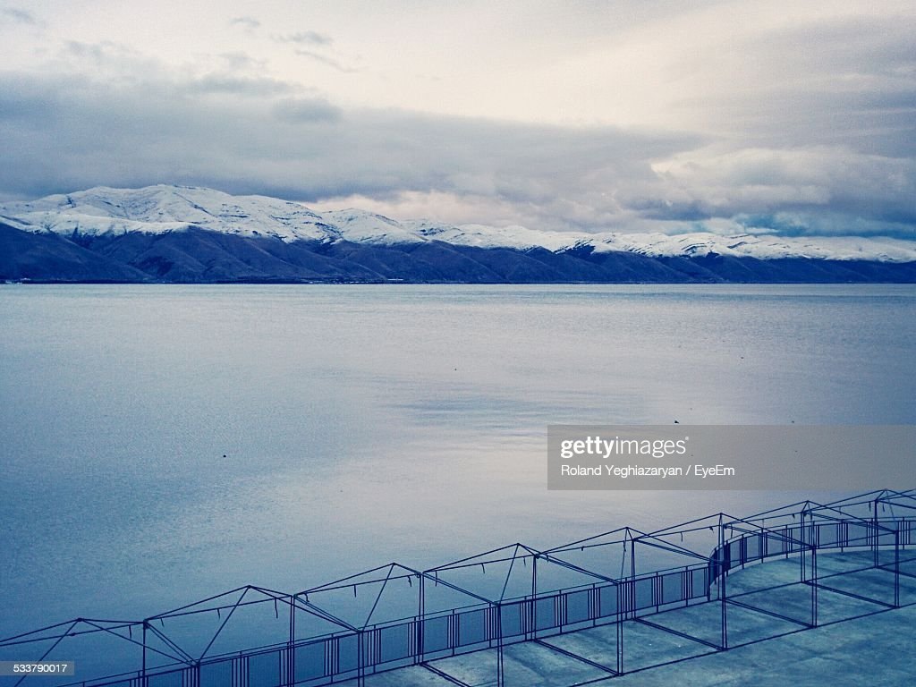 Panoramic View Of Snow Covered Mountain Range : Foto stock
