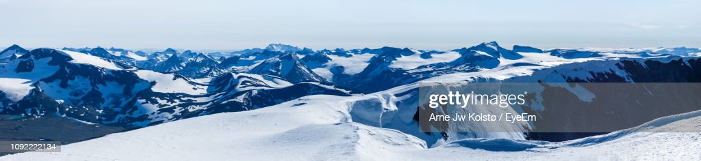 Panoramic View Of Snowcapped Mountains Against Sky : Foto de stock