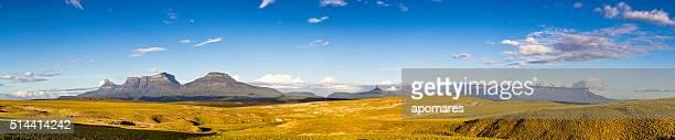panorámica vista de tepuyes desde el mirador oso la gran sabana. - la gran sabana fotografías e imágenes de stock
