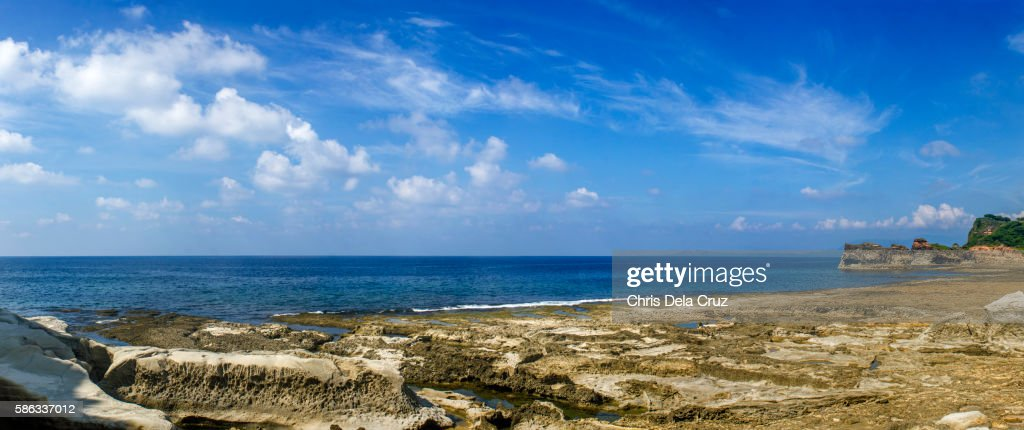 Panoramic view of the beach at Kapurpurawan Rock Formation : Foto de stock