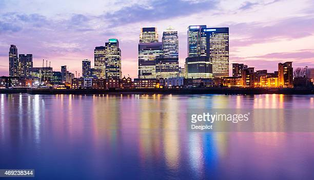 panoramic view of the canary wharf london city skyline - canary wharf stock photos and pictures